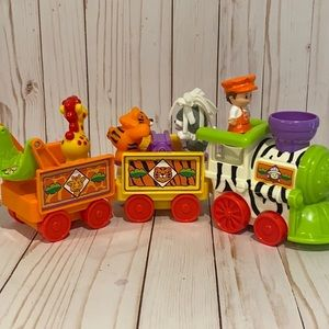 🎉Priced To Sell🎉L.P. Circus Train with Figures